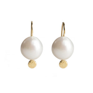 Dolly Boucoyannis Hammered pearl earrings DBE21