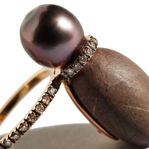 Dolly Boucoyannis Golden pebble ring with sea pearl and diamonds