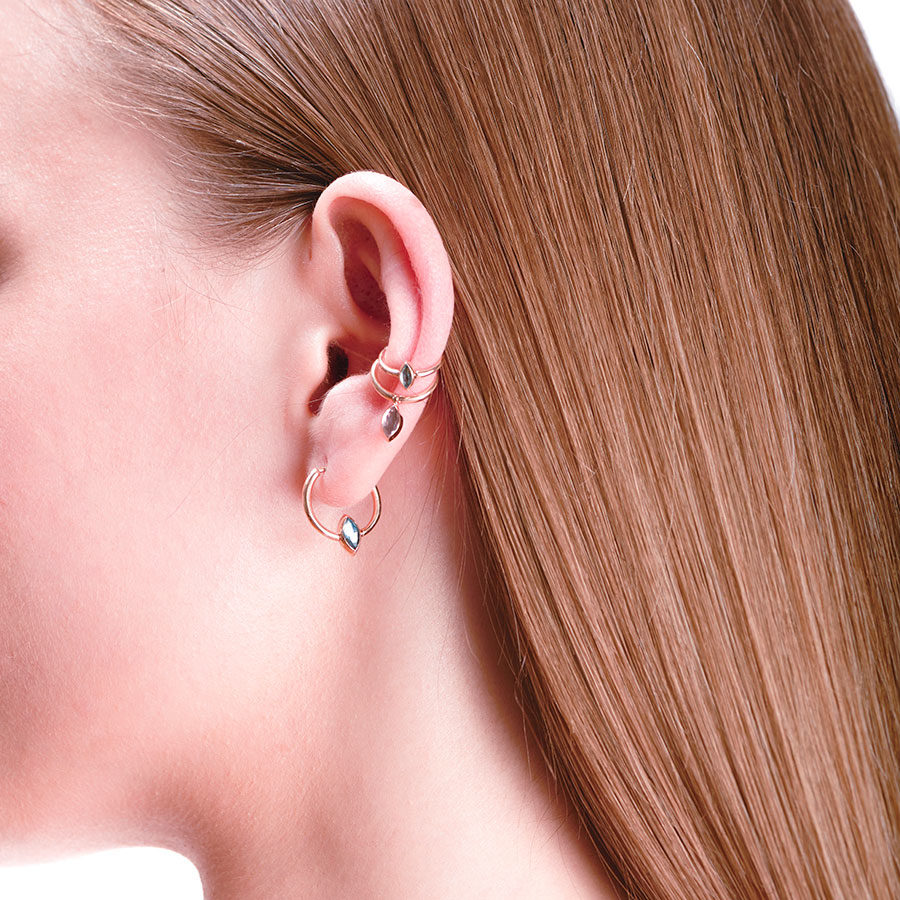 Marie Mas Swinging Ear Jewel L on model