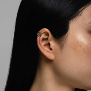 Polina Ellis Meander Earcuff on model PSmeanderC8G10Dlbr-1